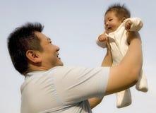 dziecko trzymał wysokość Zdjęcia Royalty Free