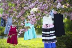 Dziecko ubiera na drzewie Fotografia Stock
