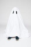 Dziecko ubierający jako duch dla Halloween Fotografia Royalty Free