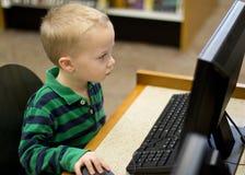 Dziecko uczenie na komputerze Obrazy Stock