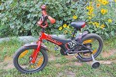 Dziecko wędrówki rowerowy strumień 16 Zdjęcia Royalty Free