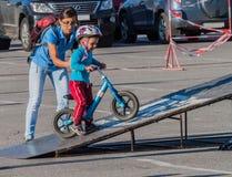Dziecko w hełmie na małym BMX Zdjęcia Royalty Free