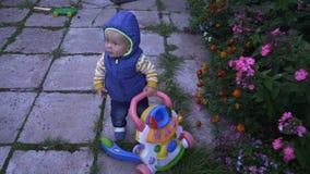 Dziecko w kamizelki hd zdjęcie wideo