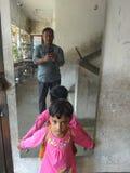 Dziecko w lustrze Zdjęcie Stock