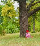 Dziecko w parkowych sztukach Obrazy Royalty Free