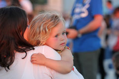 Dziecko w rękach jego matka Zdjęcie Royalty Free