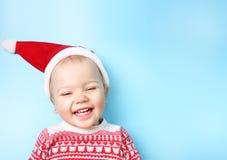 Dziecko w Santa kapeluszu na błękita pustym astronautycznym tle Obrazy Royalty Free