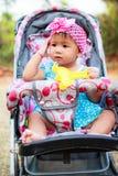 Dziecko w spacerowiczu zdjęcie royalty free