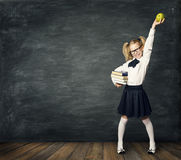 Dziecko W Wieku Szkolnym nad Blackboard, Szczęśliwy dziewczyna dzieciak, sukces ręka Up obrazy royalty free