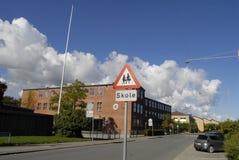 DZIECKO W WIEKU SZKOLNYM znak DLA ruchu drogowego Zdjęcie Stock