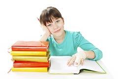 Dziecko z łamaną ręką w sala lekcyjnej, pracowniany krótkopęd Zdjęcie Royalty Free