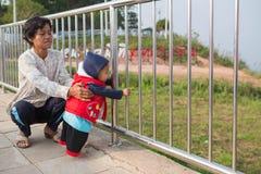 Dziecko z babcią zdjęcia royalty free