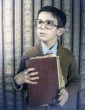 Dziecko z czerwoną rocznik książką Zdjęcia Royalty Free
