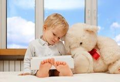 Dziecko z dotyka ochraniaczem Obraz Stock