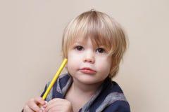 Dziecko z kredką, sztuki Zdjęcia Royalty Free