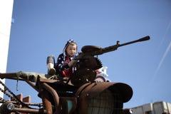 Dziecko z maszynowym pistoletem Obrazy Royalty Free
