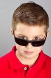 Dziecko z okularami przeciwsłoneczne Fotografia Royalty Free