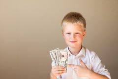 Dziecko z pieniądze (dolary) zdjęcia royalty free