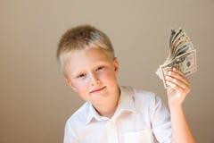 Dziecko z pieniądze (dolary) zdjęcia stock