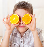 Dziecko z pomarańczami Fotografia Stock