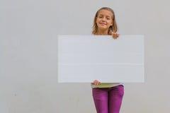 Dziecko z pustym sztandarem Obraz Stock