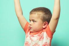 Dziecko z rękami podnosić fotografia royalty free