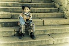 Dziecko z rocznik kamerą Zdjęcie Stock