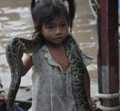 Dziecko z wężem Fotografia Royalty Free