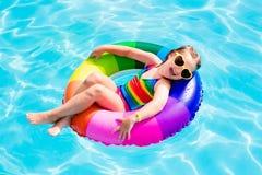 Dziecko z zabawka pierścionkiem w pływackim basenie Zdjęcie Stock