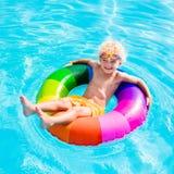 Dziecko z zabawka pierścionkiem w pływackim basenie Zdjęcia Stock