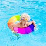 Dziecko z zabawka pierścionkiem w pływackim basenie Obrazy Royalty Free