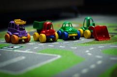 Dziecko zabawkarscy samochody obrazy royalty free