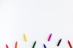 Dziecko zabawki na białym tło odgórnego widoku egzaminie próbnym up i akcesoria Obrazy Stock