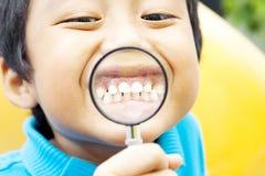 Dziecko zdrowi zęby zdjęcia stock