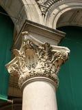 Dziejowa dekorująca rzeźbiąca kamienna kolumna Zdjęcia Royalty Free