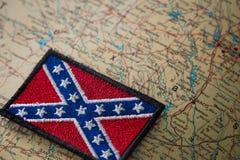 Dziejowa flaga południe Stany Zjednoczone na tle usa mapa Zdjęcie Royalty Free