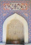 Dziejowa fontanna zakrywająca handmade turecczyzna Kutahya, Turcja - otoman płytki - Zdjęcie Stock