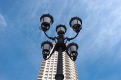 Dziejowa lampa na Placu De Espana, Madryt, Hiszpania Fotografia Royalty Free