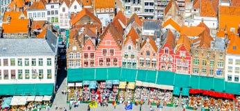 Dziejowi budynki na Targowym kwadracie w Belgia fotografia stock