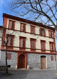 Dziejowy centre Fabriano, Włochy - dziejowy dom miasto obrazy stock