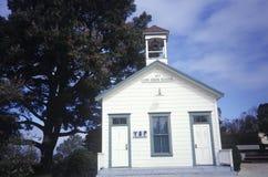 Dziejowy jeden izbowy budynek szkoły, Los Osos, CA Zdjęcie Stock