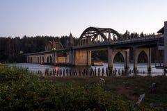Dziejowy most nad Siuslaw rzeką Fotografia Royalty Free