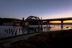 Dziejowy most nad Siuslaw rzeką Zdjęcia Stock