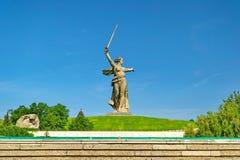 Dziejowy pamiątkowy kompleksu Mamayev Kurgan «w Volgograd Stalingrad «, rzeźbi ojczyzny matki! « zdjęcie royalty free
