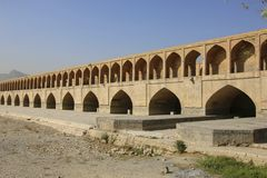 Dziejowy Siosepol most lub Allahverdi Khan most w Isfa fotografia stock
