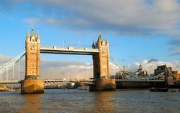 Dziejowy wierza most Zdjęcia Royalty Free
