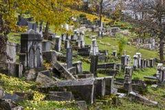 Dziejowy zaniechany Żydowski cmentarz w Sarajevo zgadzający się terenu teren kartografuje ważny ścieżki ulga cieniącego stan otac obraz stock
