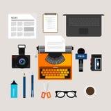 Dziennikarz ikony prasowych przedmiotów kamery wektorowy typ pisarskiej laptopu mikrofonu wywiadu pisaka notatki pióra gazetowy o Obrazy Stock