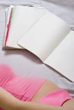 dzienniki dorosłych kobiet odczyt young Obraz Royalty Free