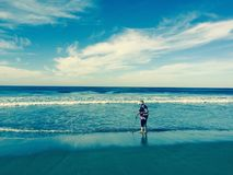 Dzienny przespacerowanie wzdłuż plaży zdjęcia stock
